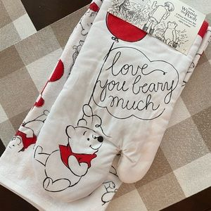 Winnie the Pooh V-Day Oven Mitt, Towels, & Mugs
